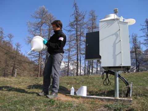 Maintenance nettoyage collecteur - station MERA - © C.Coursier - Parc national des Écrins