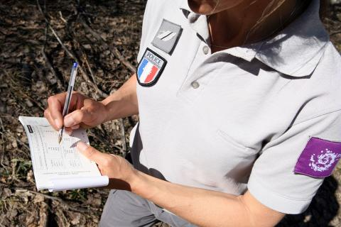 Pour le respect de la réglementation, la surveillance fait partie de la mission de police assurée par les gardes-moniteurs et agents assermentés du Parc national des Ecrins - © Thierry Maillet/PNE