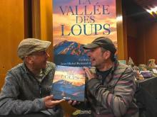 La vallée des loups, film de Jean-Michel Bertrand -le livre, co-signé avec Bertrand Bodin