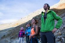 Observation des chamois avec Jean-Maxime Flandin (Visa Trekking) © Parc national des Ecrins