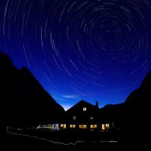 Refuge de l'Alpe de Villar-d'Arêne de nuit - © Saulay Pascal - Parc national des Écrins
