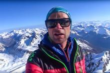 Paul Bonhomme, guide de haute-montagne, du sommet des Agneaux