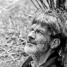 Michel Bouche, technicien patrimoine au Parc national des Ecrins, spécialiste du lièvre variable