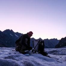 Pose des perches au glacier Blanc - © M. Coulon - PNE