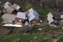 Village de Dormillouse pris au printemps ©Telmon Jean-Philippe - Parc national des Ecrins