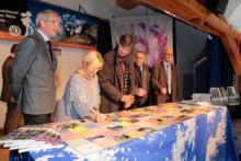 Signature officielle de la charte à l'occasion des 40 ans du Parc national des Ecrins -  © Pascal Saulay - Parc national des Ecrins