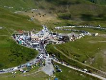 La caravane du Tour de France au col du Lautaret © Hélène Quellier - Parc national des Ecrins