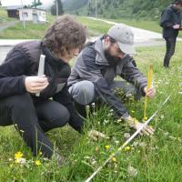 Mesure biomasse végétale - © LeÏla Thouret - Parc national des Écrins -2016
