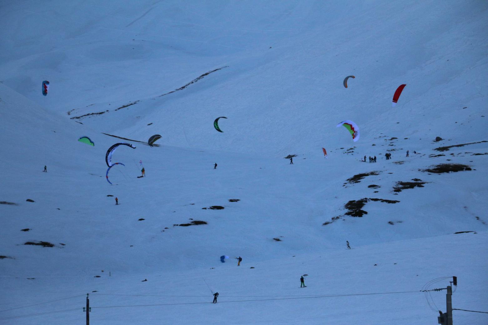 Les kites surfeurs ont pu maintenir leur compétition internationale - Snow Kite Masters