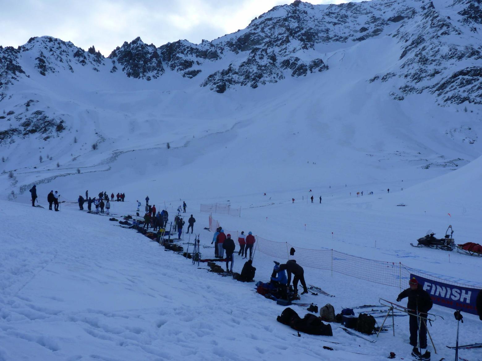 """l'habituelle compétition de ski de fond des """"militaires anglais"""" a pris de l'altitude jusqu'au col où un parcours a pu leur être proposé."""