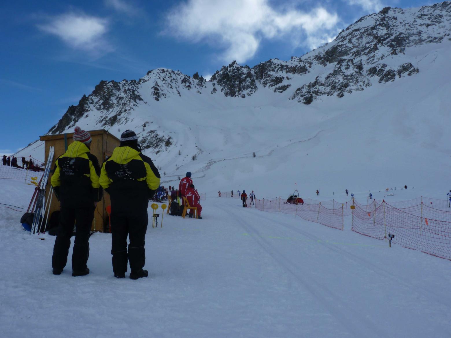 Depuis la mi décembre une piste de ski de fond est damée régulièrement par les équipes de Serre Chevalier. © H-Quellier -Parc national des Ecrins
