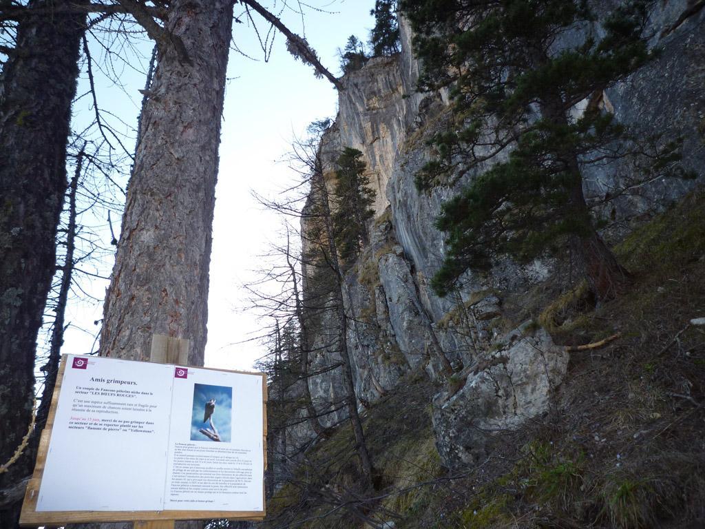 Panneau d'information des grimpeurs - Les vigneaux © T-Maillet - Parc national des Ecrins