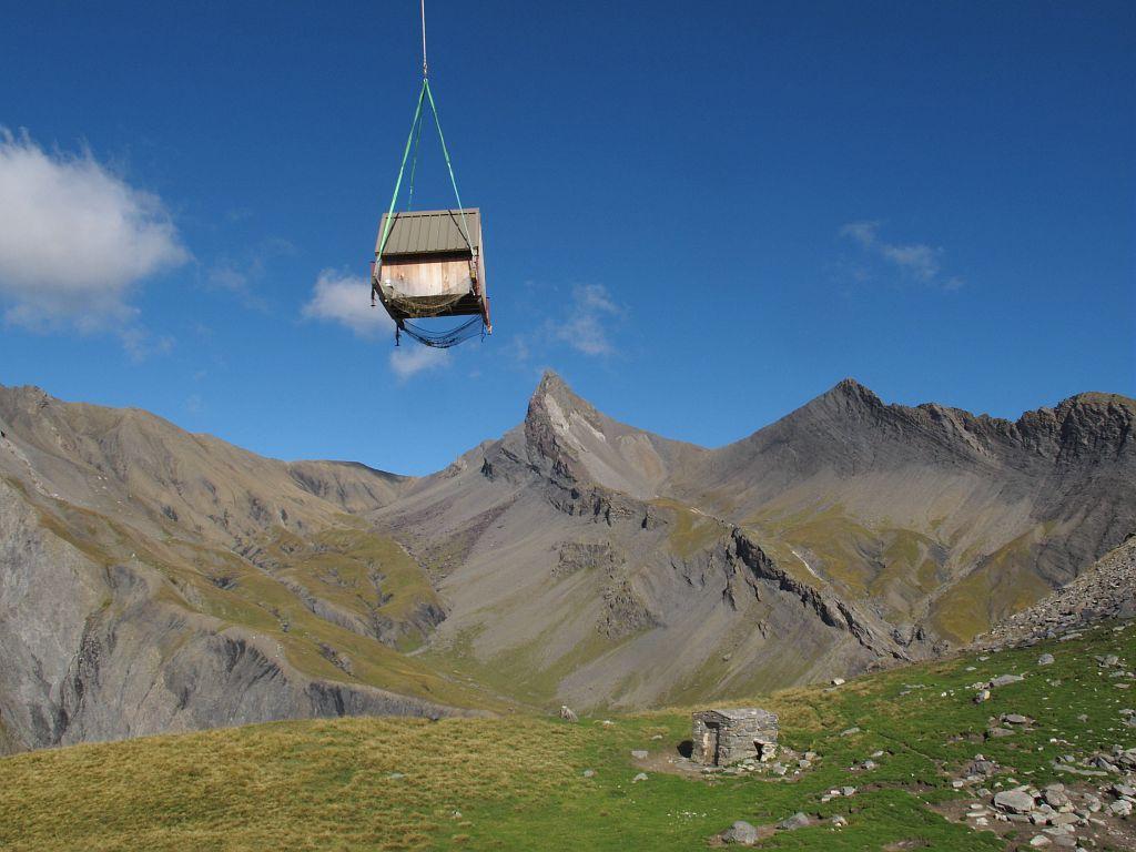 Cabane héliportable sur l'alpage d'Isola - Champsaur - 2014  © Marc Corail - Parc national des Ecrins
