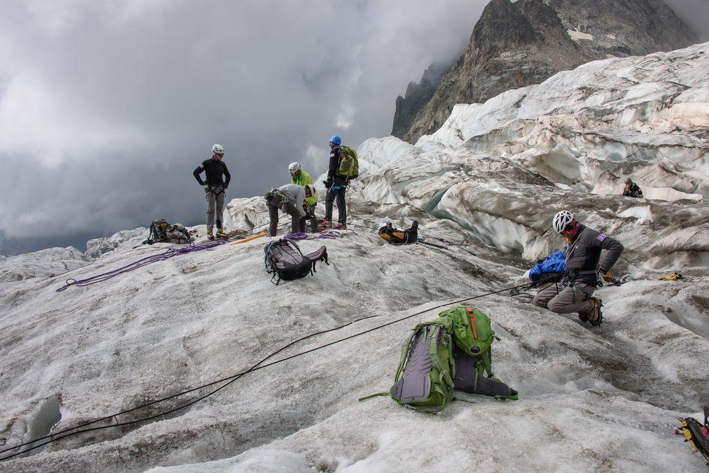 Formation sécurité glaciers - © Mireille Coulon - Parc national des Écrins