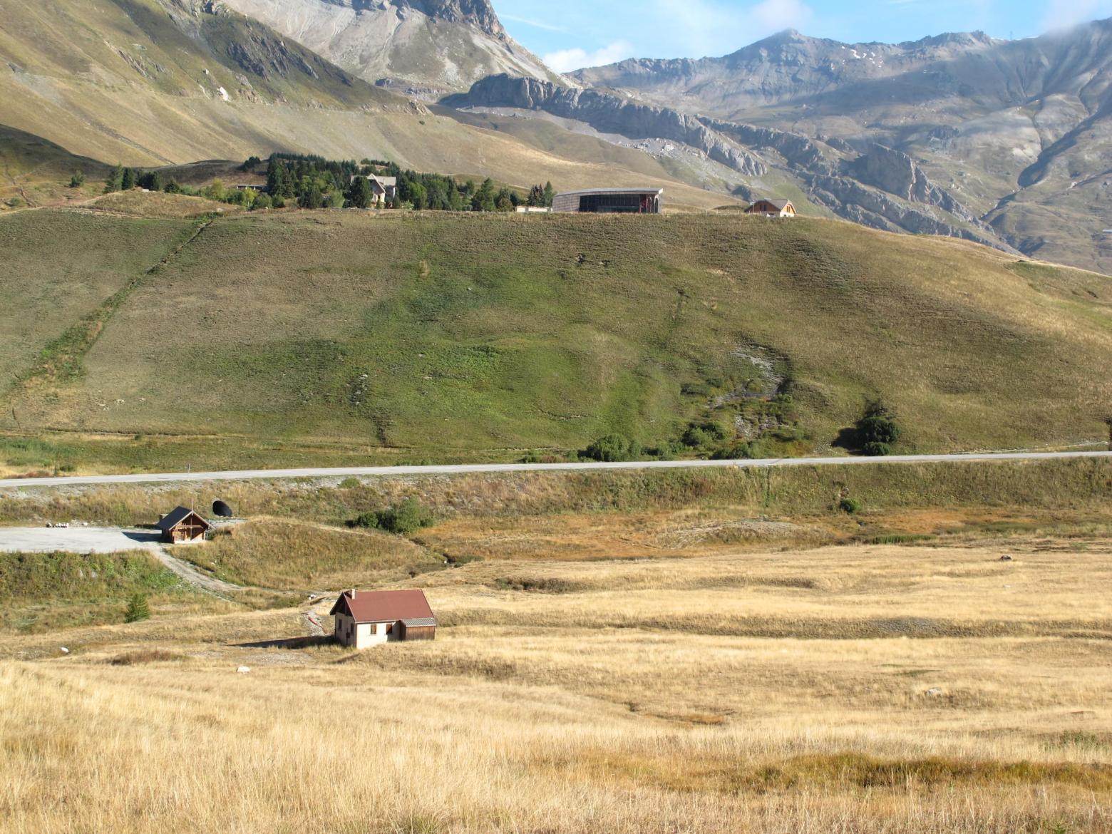 Col du Lautaret, oct 2016, après les travaux d'enfouissement de la ligne électrique - © Nils Paulet - Parc national des Écrins