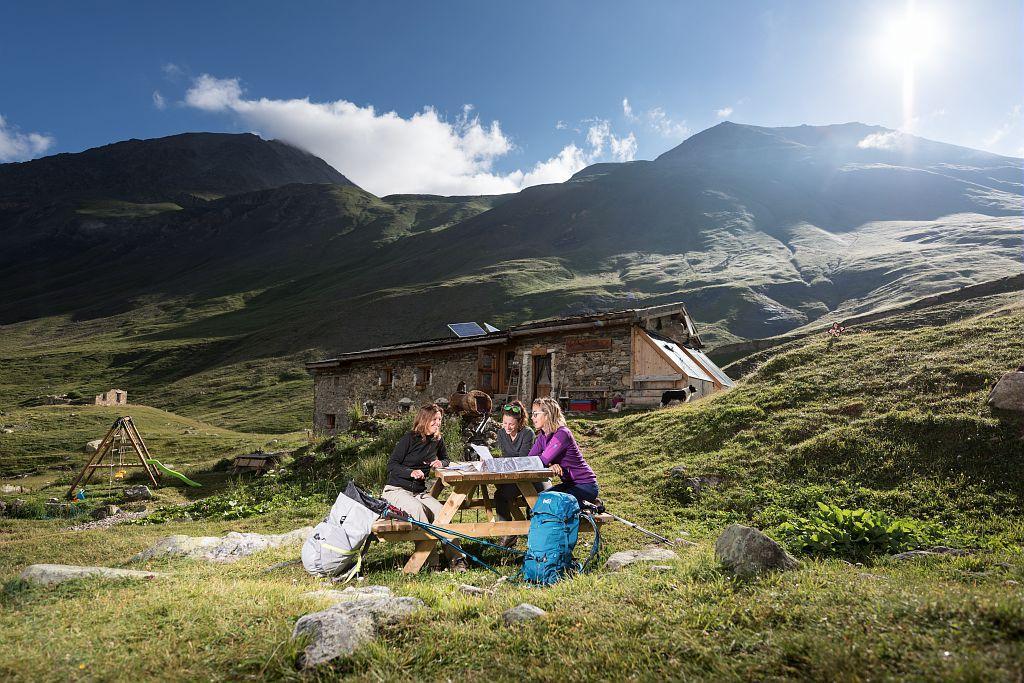 Randonnée Alpes de Villar d'Arène - refuge Chamoissière - © C Ayesta - parc national des Ecrins