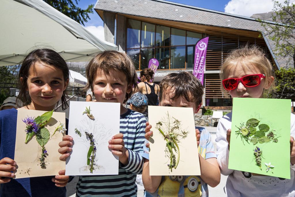 brico nature avec Oriane -  scolaires -Ecrins de nature 2019 - Vallouise - photo T.Maillet - Parc national des Ecrins