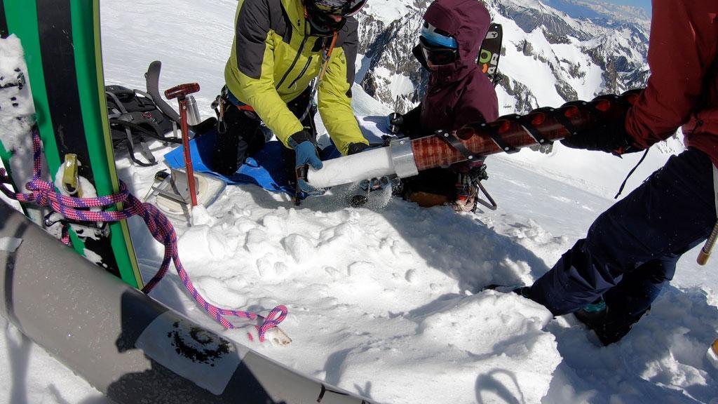 Carotte de neige -glacier Blanc mai 2019 © J.Charron - Parc national des Écrins