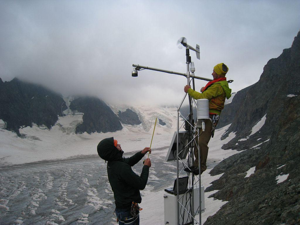 Installation station météo du Glacier Blanc - Août 2019 - © M.Bouvier -Parc national des Ecrins