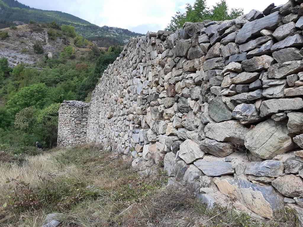 débroussaillage mur du Barry - Les Vigneaux - © H.Quellier - Parc national des Écrins