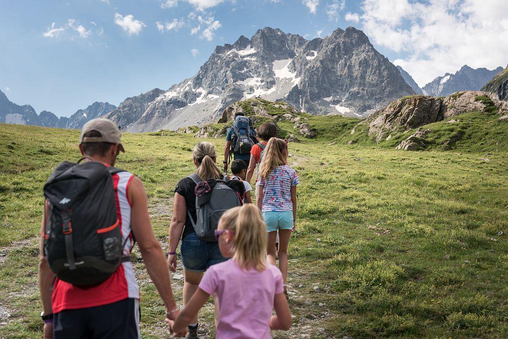 Montée vers l'Alpe de Villar d'Arène - photo Ayesta Carlos - Parc national des Ecrins