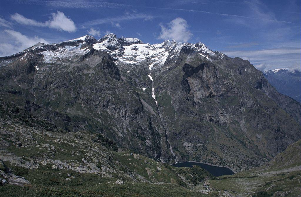 Le massif du Rochail et le lac du Lauvitel depuis le vallon de l'Embernard - © C. Coursier - PNE