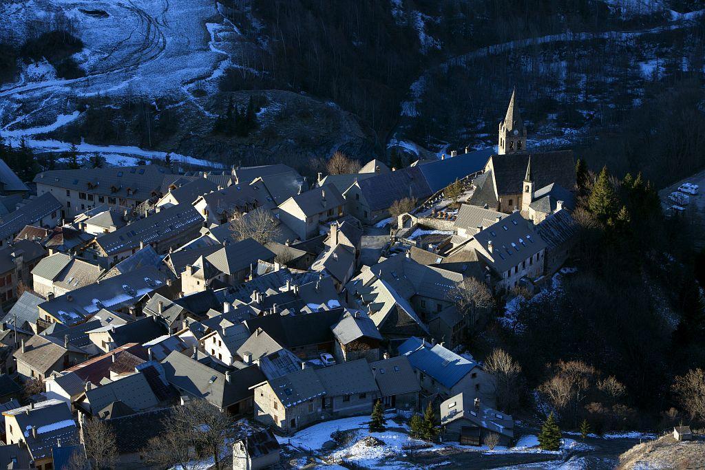 Village de la Grave au lever du jour © Pascal Saulay - Parc national des Ecrins