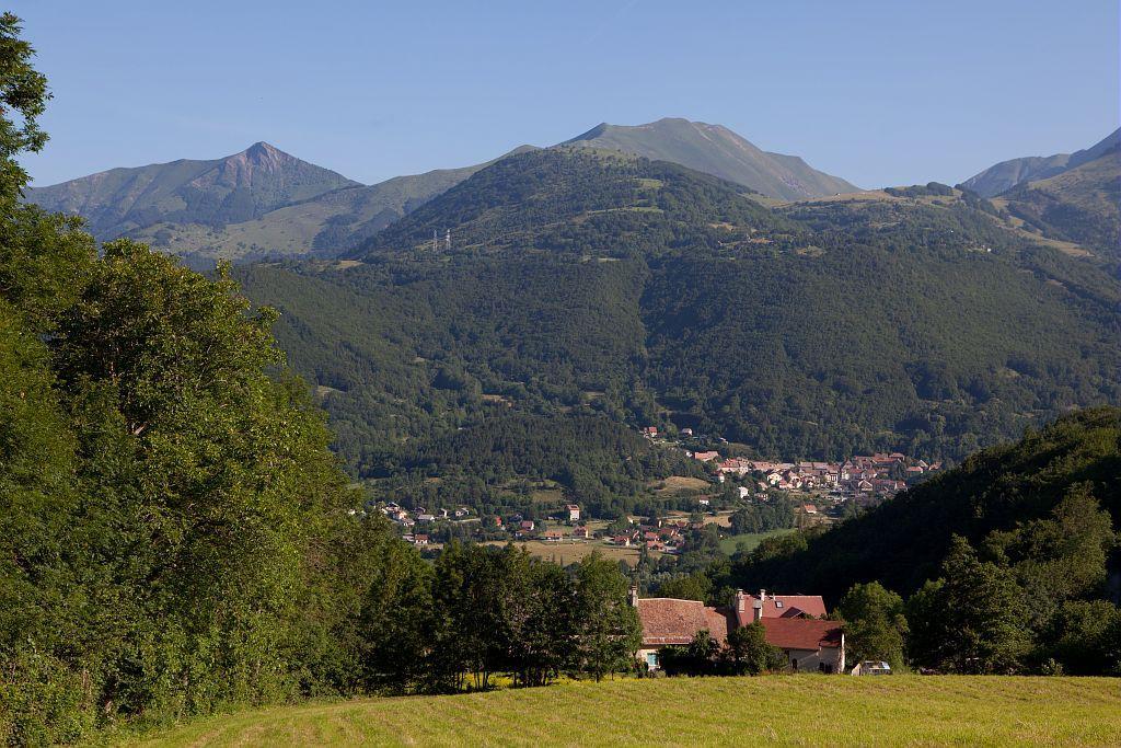 Hameau des Paris - village de Saint-Firmin dans la vallée ©Pascal Saulay - Parc national des Ecrins