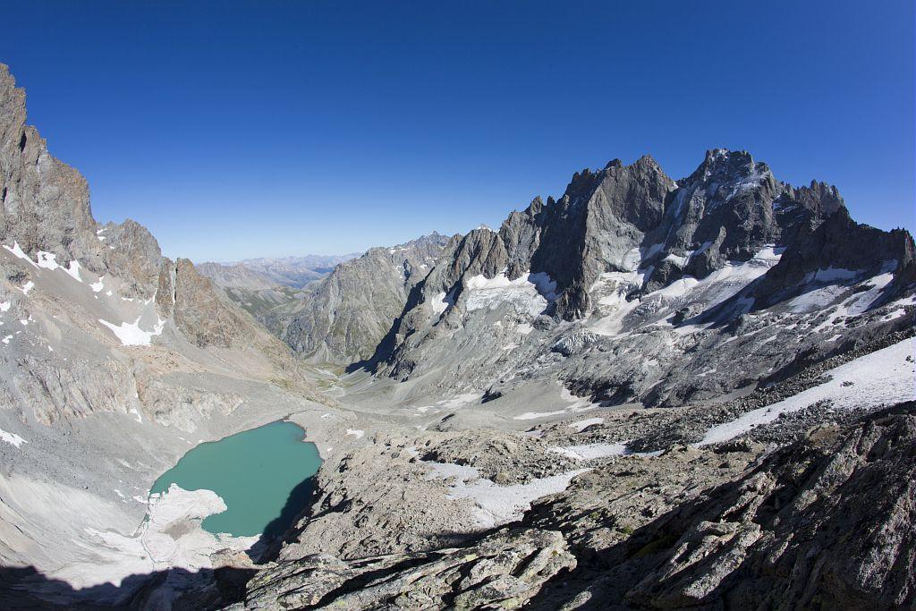 Lac et refuge du Pavé ©Pascal Saulay - Parc national des Ecrins