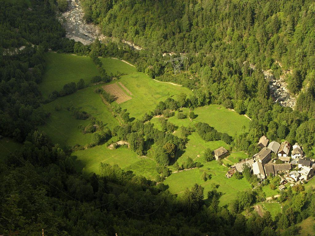 Les Gauchoirs, hameau de Bourg d'Oisans vers la Danchère pris depuis le pylone de la première cabane © Christophe Albert - Parc national des Ecrins