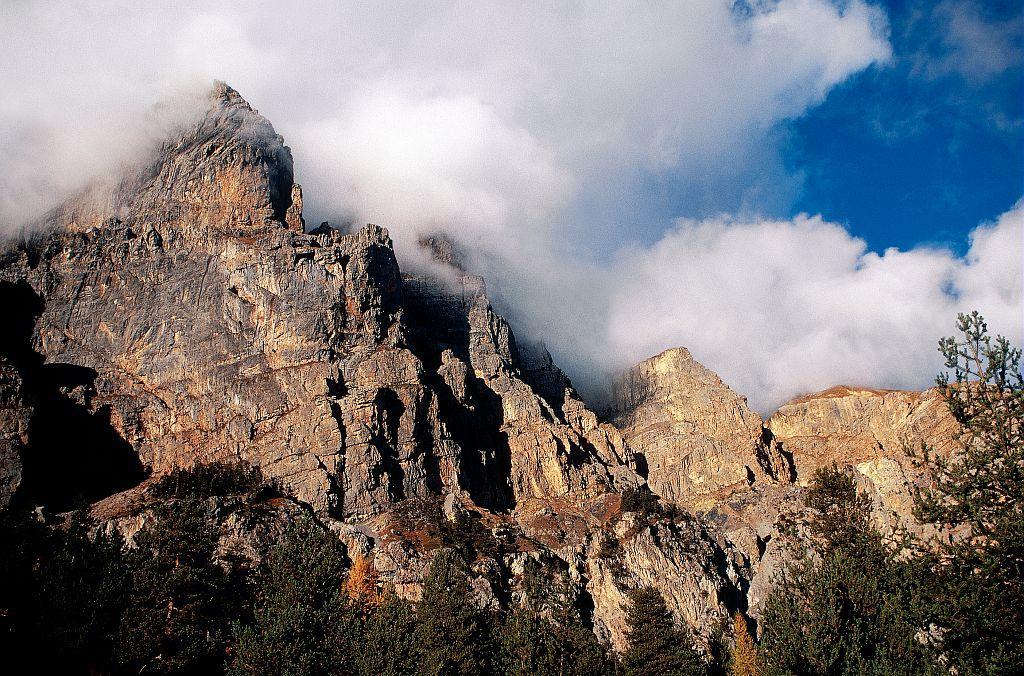 Les falaises de basse et moyenne altitude - Tête d'Aval depuis les Vigneaux © Marie-Geneviève Nicolas - Parc national des Ecrins