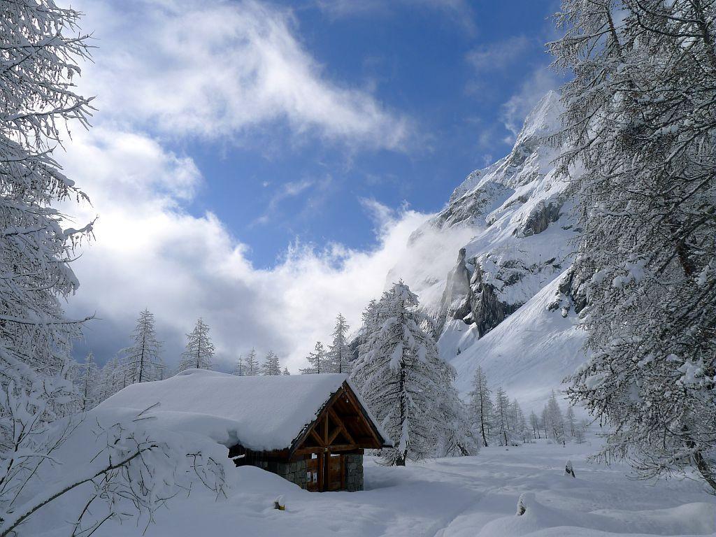 Pré de Madame Carle sous la neige - Commune de Pelvoux ©Thierry Maillet - Parc national des Ecrins