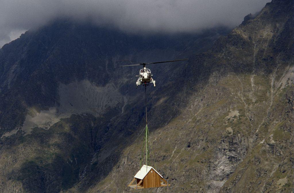 Héliportage d'une cabane mobile ©Gonsolin Gabriel - Parc national des Ecrins