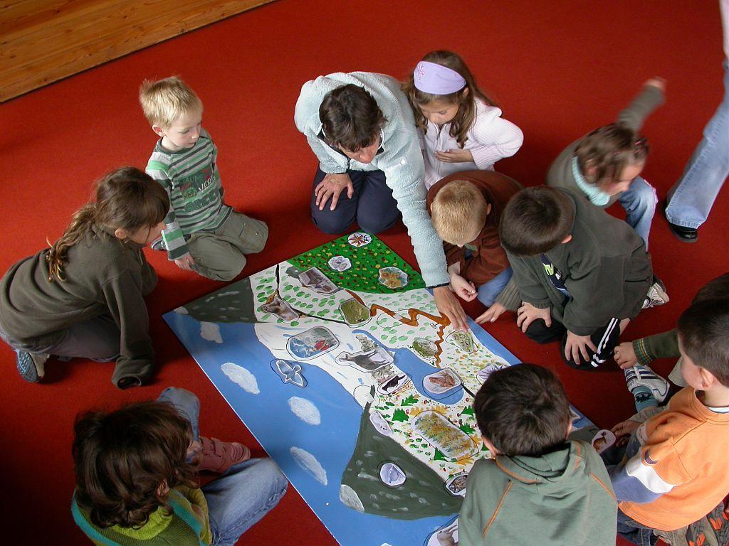 Animation enfants à la Maison du parc de Vallouise ©Thierry Maillet - Parc national des Ecrins