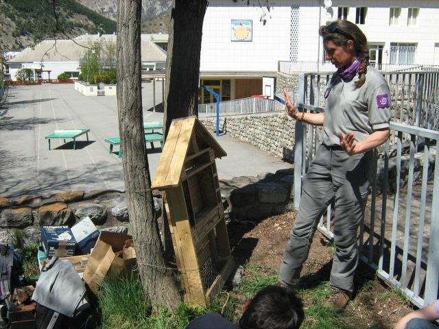 hotel à insectes - école de la Bessée - projet avec le Parc national des Ecrins