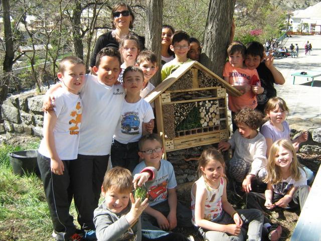 hotel à insectes - La classe de CE1 de l'école de la Bessée - projet avec le Parc national des Ecrins
