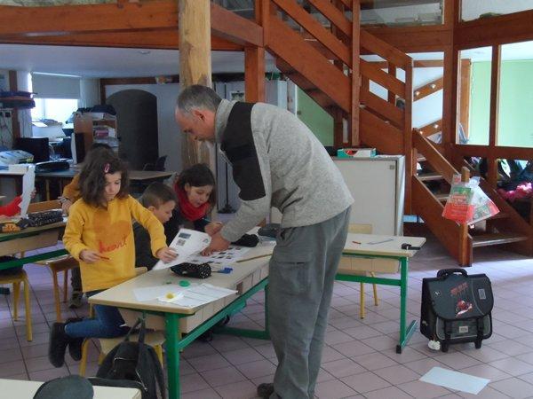 Séance 3 de l'école du Freney d'Oisans, polinisation, et fécondation et dispersion des graines,  ©Mme SECHEPEE
