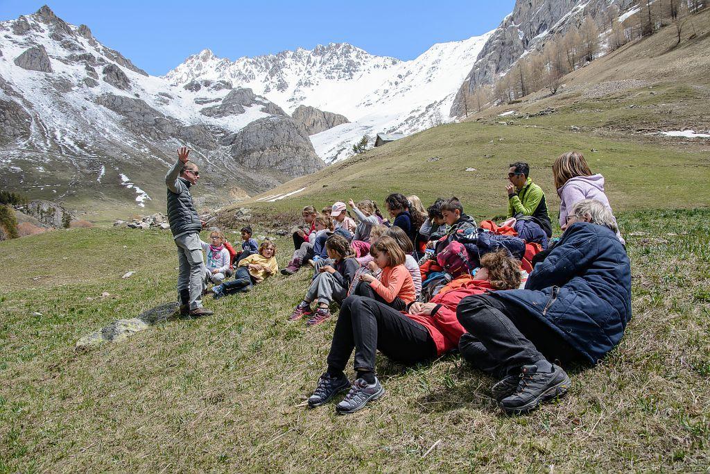 Sortie scolaire bouquetins Cerces dans la cadre du programme Alcotra Lemed Ibex © M.Coulon - Parc national des Écrins