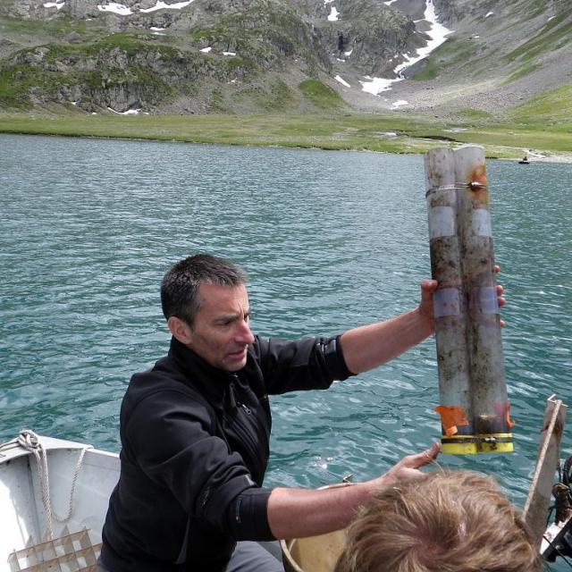 prélèvements sédiments - lacs d'altitude - photo C-Sagot - Parc national des Ecrins