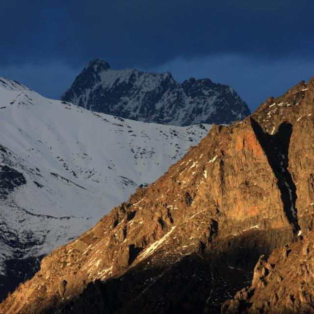 L' Aiguille Rousse, au fond le Sirac et le col de Vallompierre, Champoléon, Champsaur © Marc Corail - Parc national des Ecrins