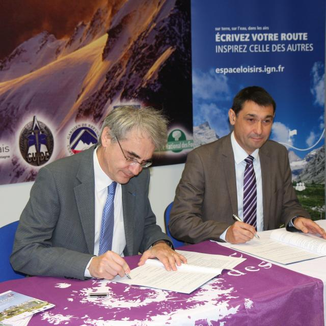 Signature convention IGN - Parc national des Ecrins - 15 octobre 2015 au Bourg d'Oisans
