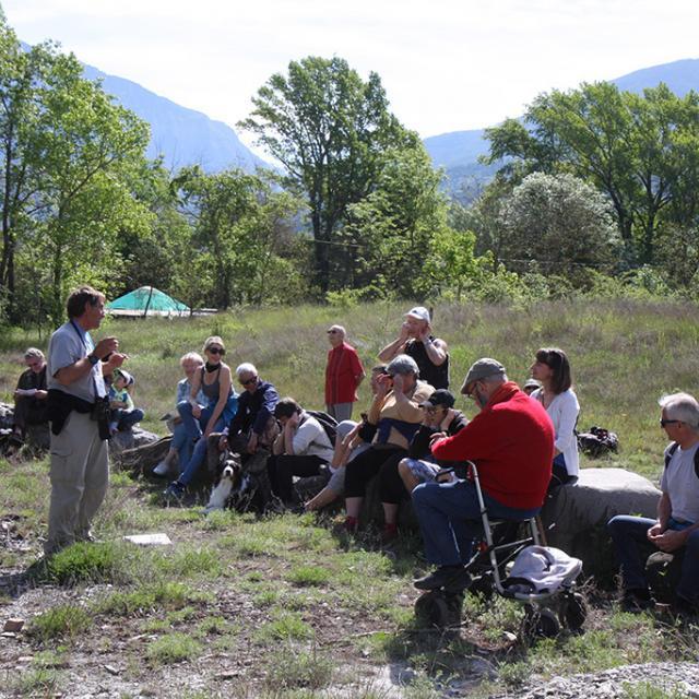 A l'écoute des oiseaux, avec Christian Couloumy - photo Cl-Gondre - Parc national des Ecrins