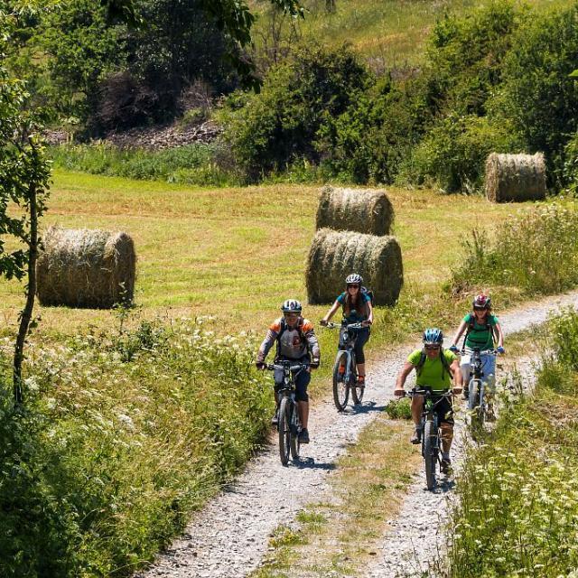 vélo assistance électrique - Grand tour des Ecrins - photo B Bodiln - Parc national des Ecrins