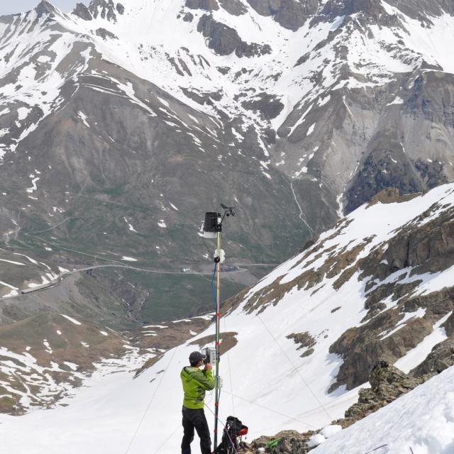 Mesures sur le glacier rocheux du Laurichard dans le Parc national des Ecrins - photo Christine Barachet
