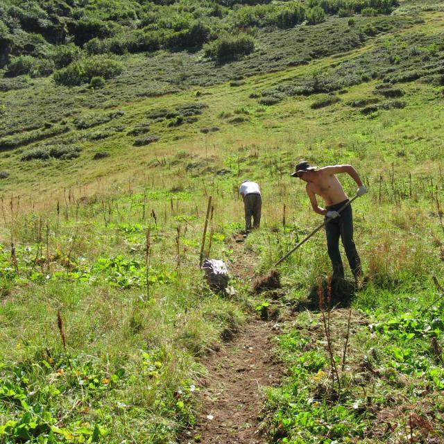 travaux sur le sentier du Pré de l'ours au chapeau - © R.Jordana - Parc national des Écrins