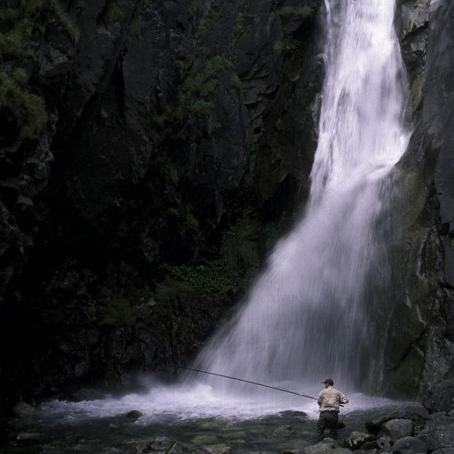 Pêche cascade de la Pisse - © Cyril  Coursier - Parc national des Écrins