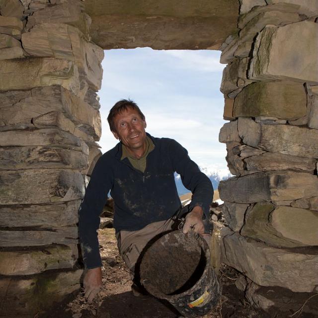 Loys Ginoul, murailleur @ Pascal Saulay - Parc national des Ecrins