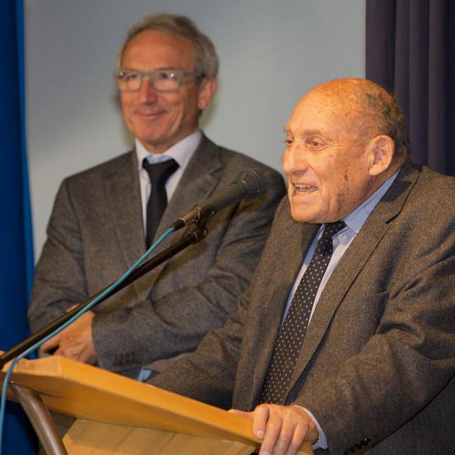 Robert de Caumont, ancien président du CA du Parc national des Ecrins - 40 ans du PNE, 2013 - Vallouise - signature de la charte © P.Saulay /PNE
