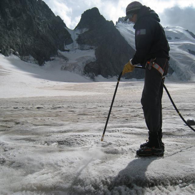 Relevé d'ablation glacier Blanc -30 août 2017 - photo M.Bouvier - Parc national des Ecrins