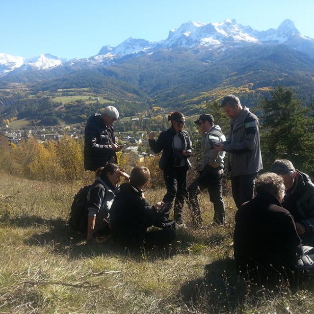 Formation des agents du Parc national du Mercantour à l'usage de GeoNature-mobile pour la saisie des observations faune et flore directement sur le terrain.